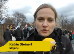 Wegen des Wiedererkennungswertes achtet Katrin Steinert, die mobile Reporterin der Rhein-Zeitung darauf, immer mal wieder selbst im Bild ihrer Videos zu sein.