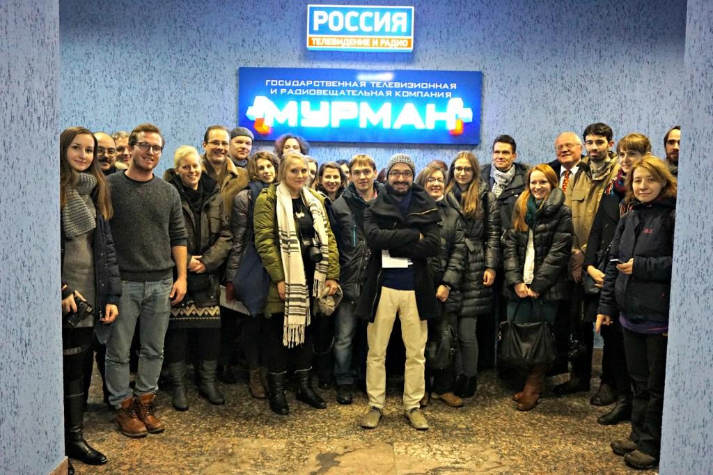 Die Teilnehmer des Medienforums zu Besuch beim Fernsehsender GTRK Murman